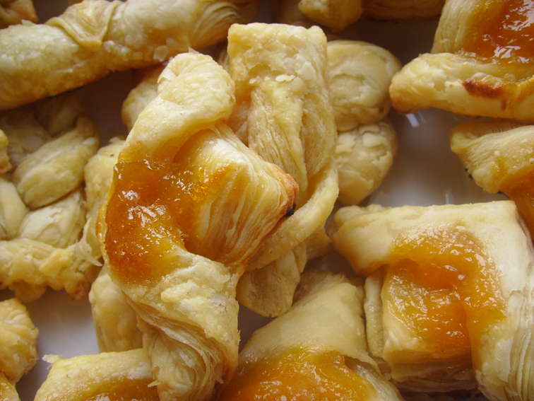 Apricot jam tart