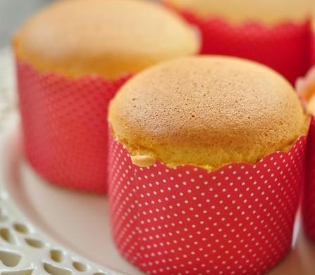 Golden sponge cupcake