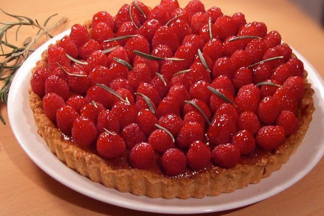 Raspberry and romarin pie