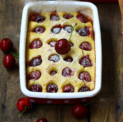 Crunchy Cheese Cake with Cherries and Almonds