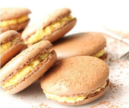 Italian cocoa macarons