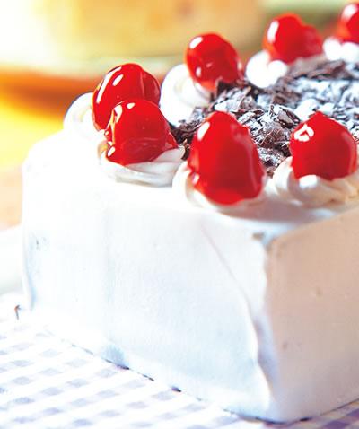 Spongy Fruit Cake without Flour